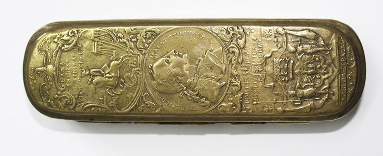 Tobacco box Frederick the Great in medallion format J. H. Giese, approx. 1755-1760