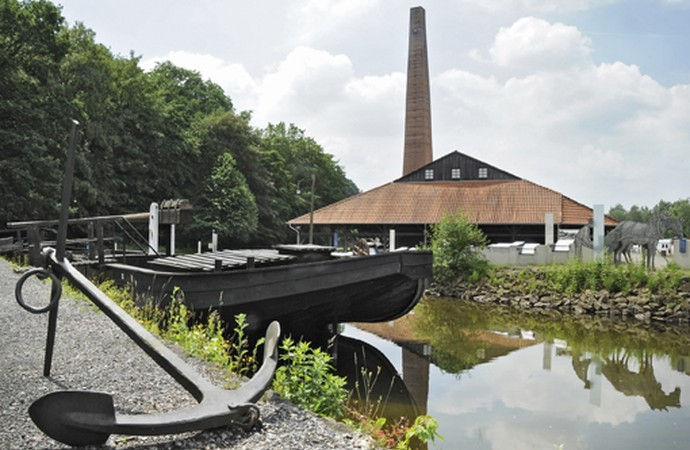 In 1814 the entire Ruhr Area became Prussian. An exhibition on the open-air site with a reconstructed coal ship references the Prussian Ruhr shipping