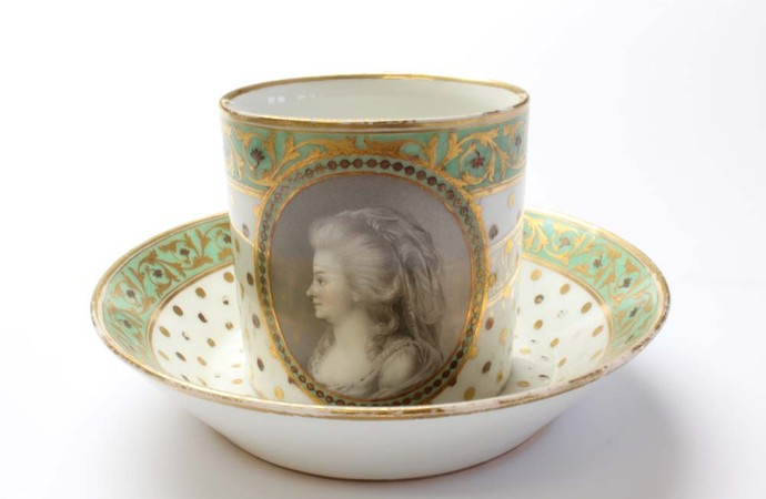 Cup with a portrait of Friederike Sophia Wilhelmina of Prussia